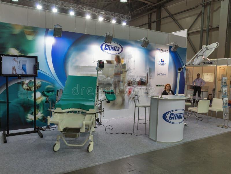 SitiMed-båset vid det internationella medicinska forumet i Kiev, Ukraina royaltyfri foto