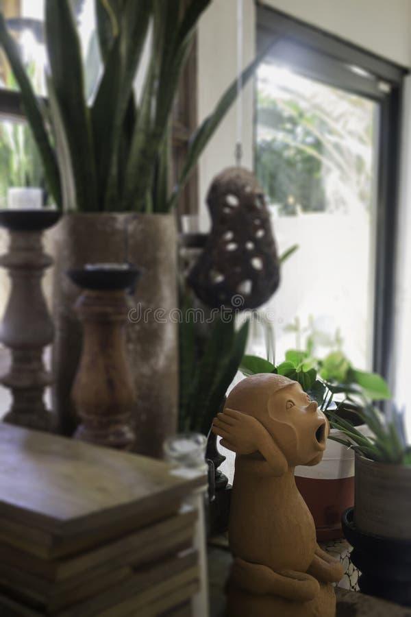 Sitio adornado de mono de la cerámica de la arcilla foto de archivo libre de regalías