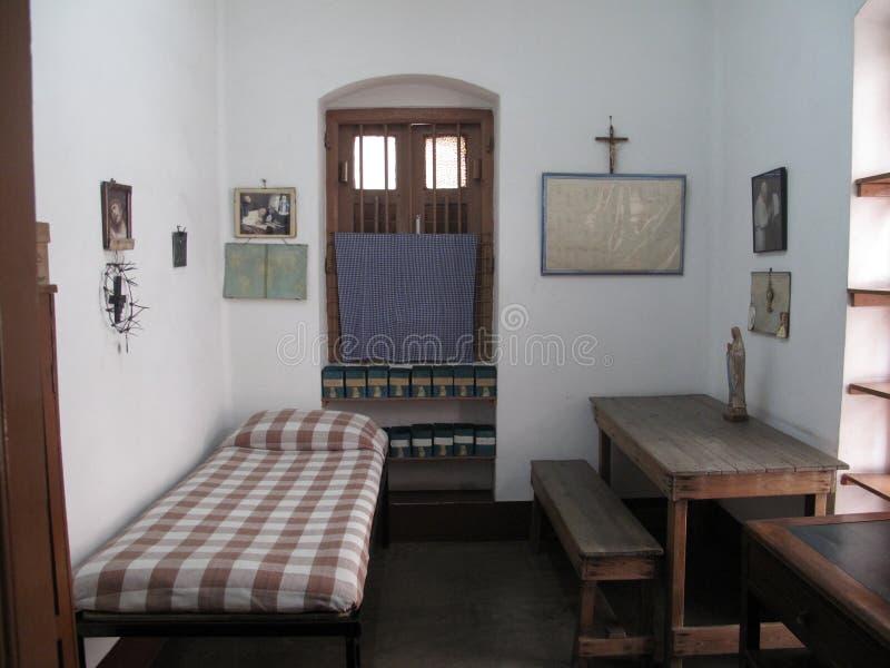 Sitio anterior de madre Teresa en la casa de la madre en Kolkata imagenes de archivo