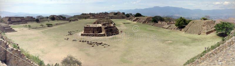 sitio arqueológico, ruinas de Monte Alban en Oaxaca, México imagenes de archivo