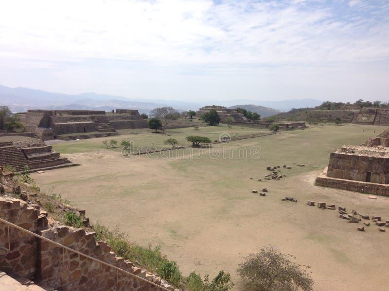 sitio arqueológico, ruinas de Monte Alban en Oaxaca, México imágenes de archivo libres de regalías