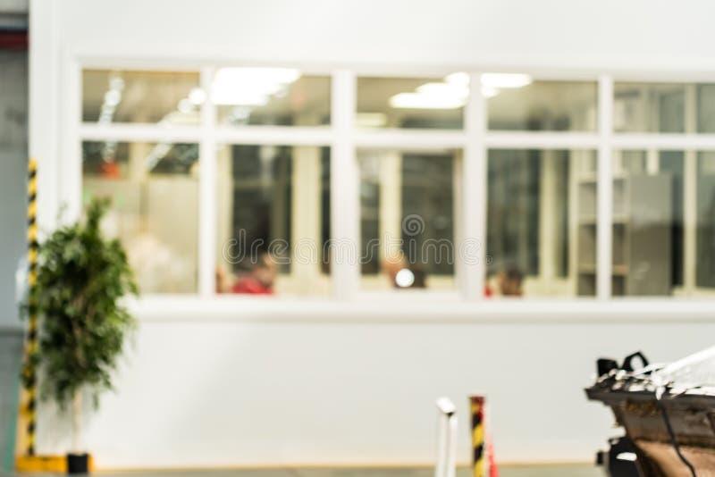 Sitio borroso de la oficina en fábrica imagen de archivo