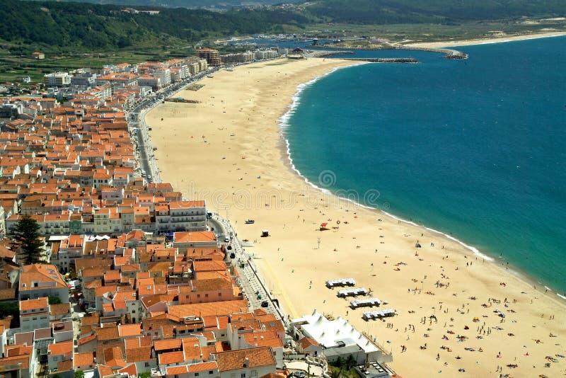 Взгляд от Sitio, centro пляжа Nazare - Португалия стоковая фотография rf
