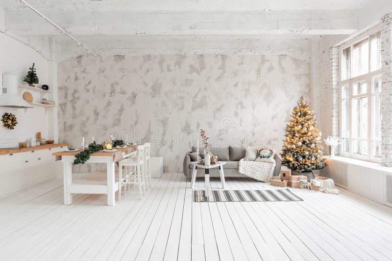 Sitio con el árbol de navidad cómodo fotografía de archivo
