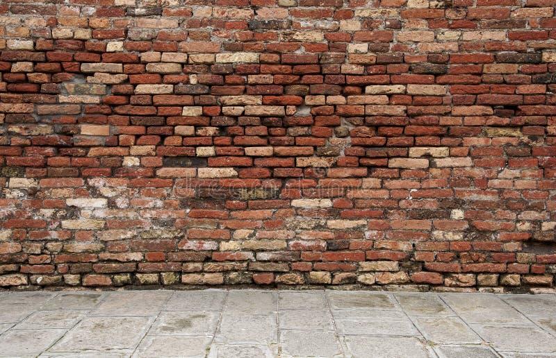 Sitio con la pared de ladrillo imagen de archivo