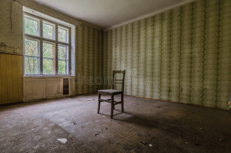 Sitio con la silla fotografía de archivo