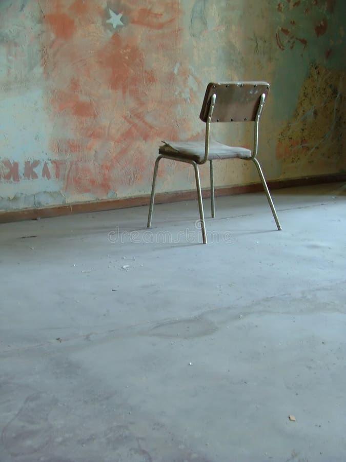 Sitio con una silla foto de archivo