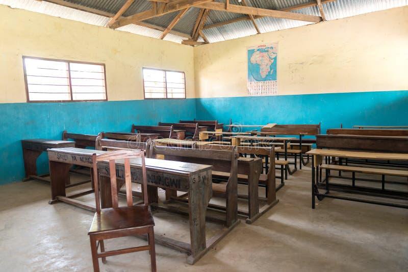 Sitio de clase simple en escuela del pueblo en Zanzíbar imagenes de archivo