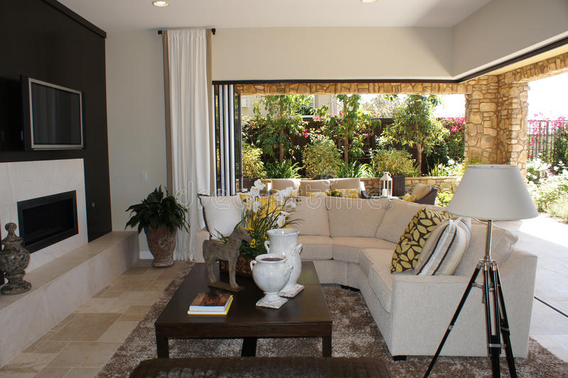 Sitio de familia con la sala de estar al aire libre imagen de archivo