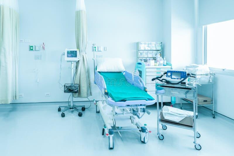 Sitio de hospital con las camas y médico cómodo equipado en un MES imagenes de archivo