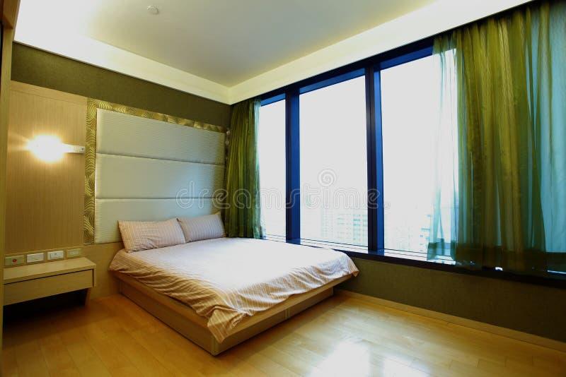 Sitio de la cama del apartamento fotografía de archivo libre de regalías