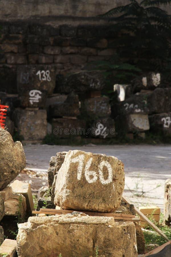 Sitio de la restauración, bloques de la piedra, numerados fotografía de archivo libre de regalías