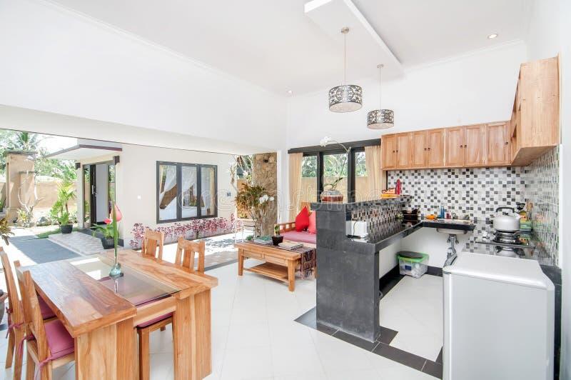 Sitio de lujo de la cocina con el espacio abierto foto de for Cocina salon espacio abierto