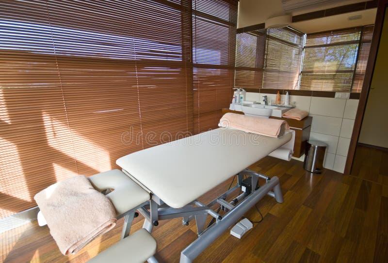 Sitio del balneario y cama del masaje fotos de archivo