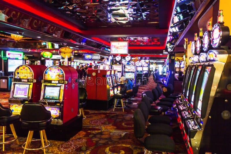 Sitio del casino con las máquinas tragaperras imágenes de archivo libres de regalías