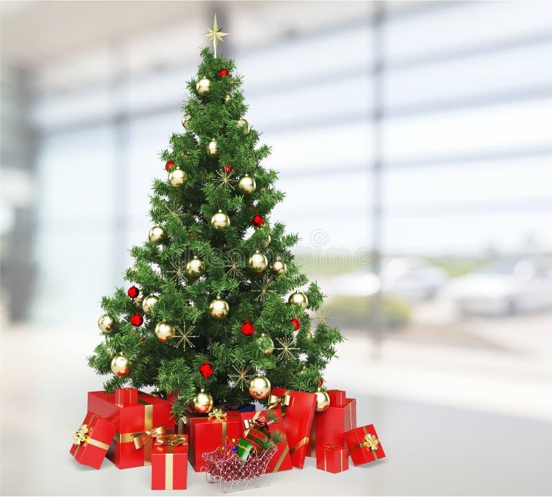 Sitio del día de fiesta con el árbol de navidad y los regalos fotos de archivo libres de regalías