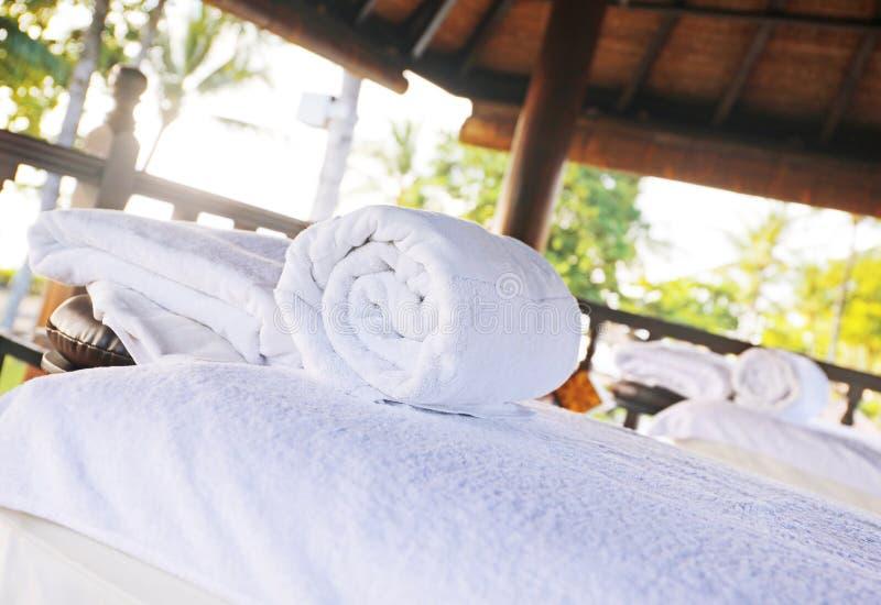 Sitio del masaje del balneario en la playa imágenes de archivo libres de regalías