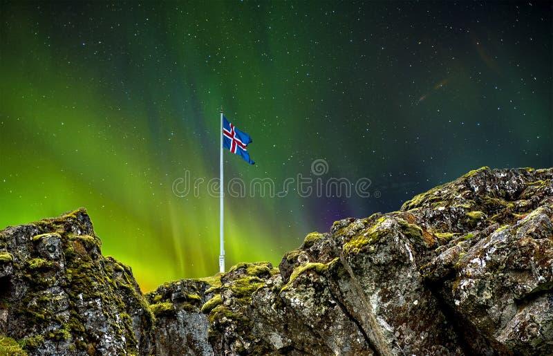 Sitio del parlamento de Viking contra el aurora borealis foto de archivo