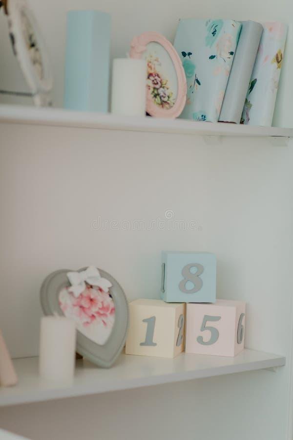 sitio del ` s de los niños para la muchacha imagen de archivo