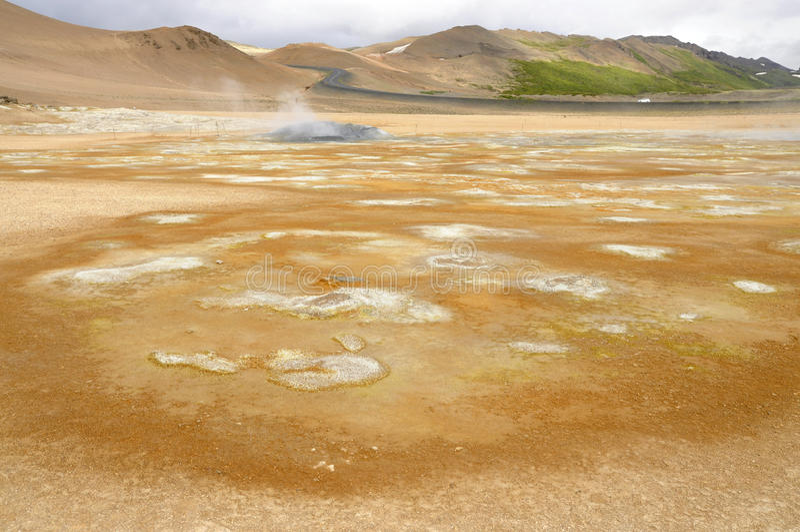 Sitio geotérmico de Hverarond en Islandia foto de archivo