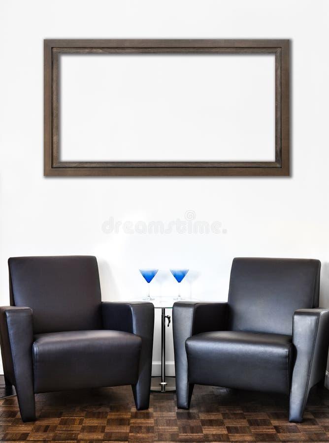 Sitio interior moderno y pared blanca fotografía de archivo