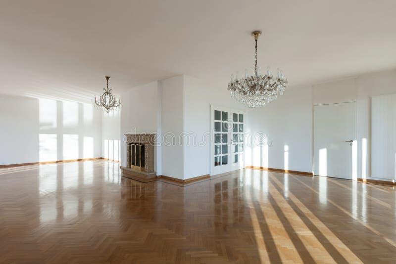 Sitio interior, vacío con la chimenea imagen de archivo libre de regalías