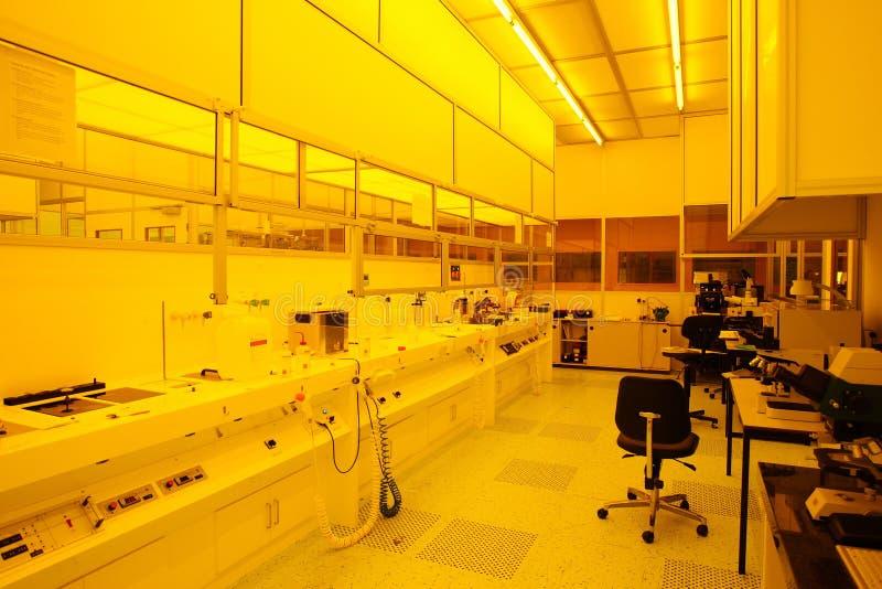 Sitio limpio de alta tecnología de la luz ámbar foto de archivo libre de regalías