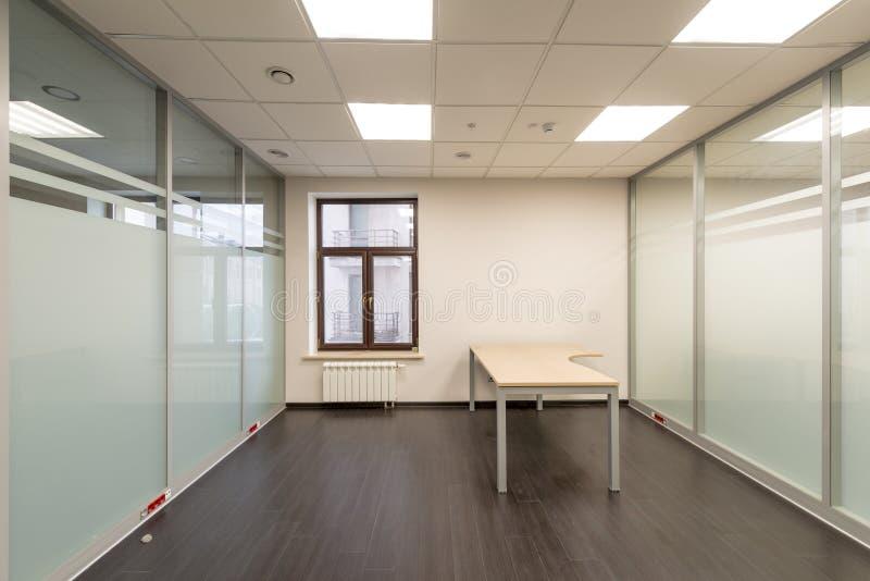 Sitio moderno en el edificio de oficinas sin el acabado fotos de archivo libres de regalías
