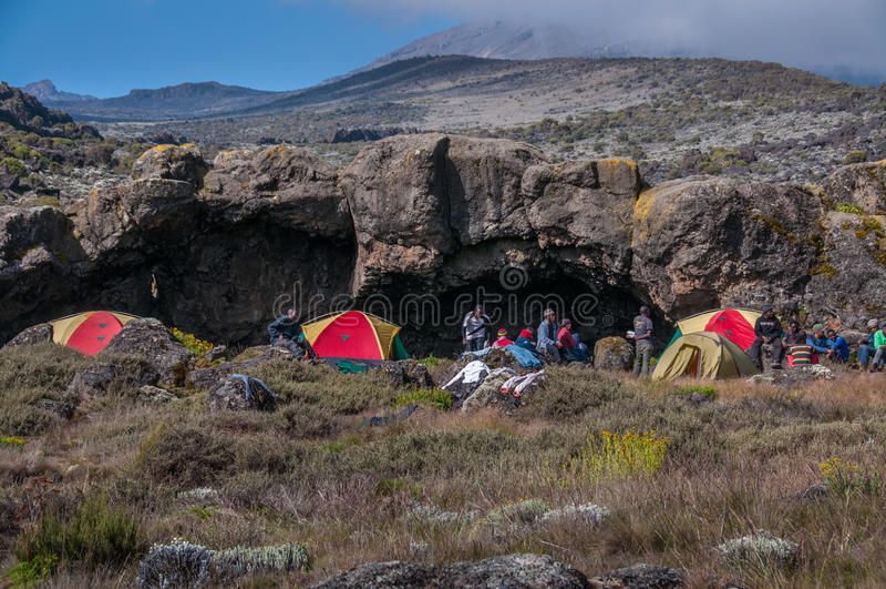 Download Sitio Para Acampar En Shira Plateau, Kilimanjaro Foto editorial - Imagen de ruta, trekkers: 41901431