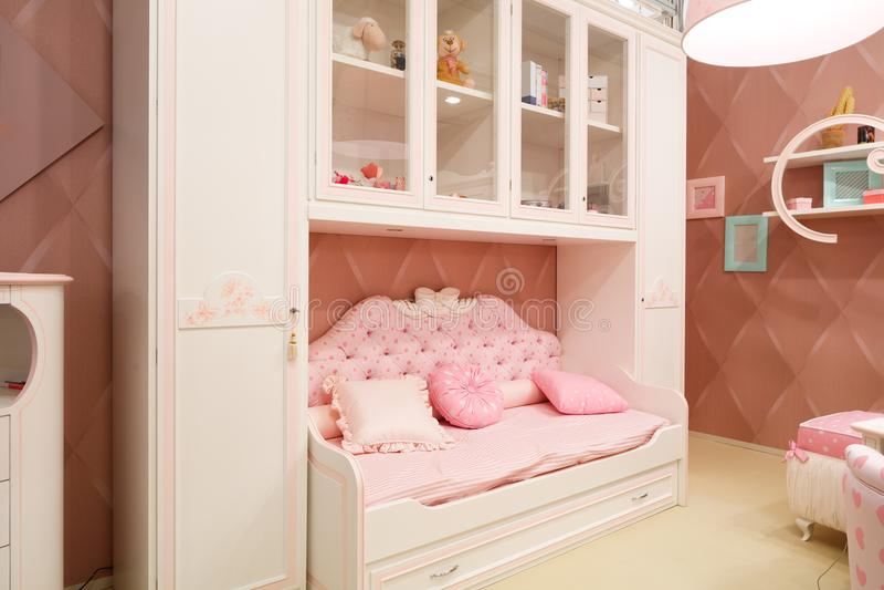 Sitio rosado interior del bebé para las muchachas imagen de archivo