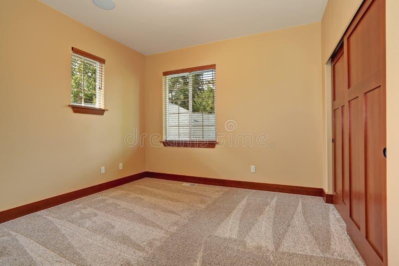 Sitio sin amueblar con la pintura interior beige imagen de for Pintura pared interior colores