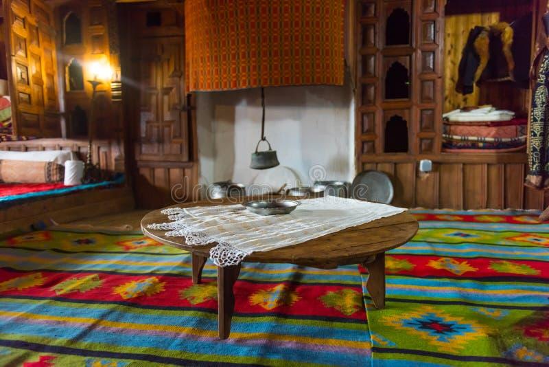 Sitio tradicional de Dinning del búlgaro del interior imagenes de archivo