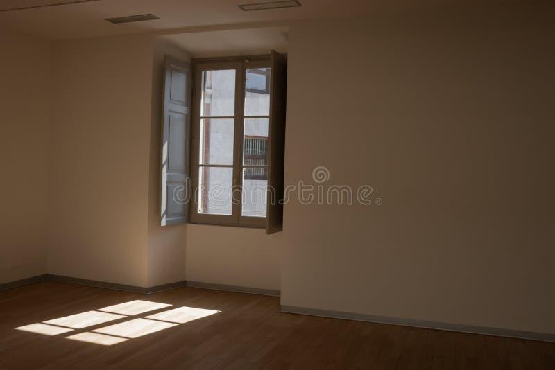 Sitio vacío con la ventana foto de archivo