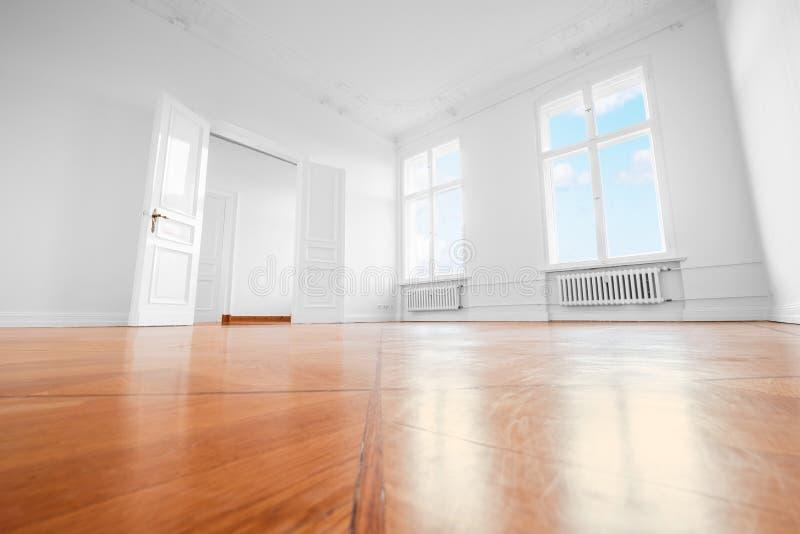 Sitio vacío después de la renovación - apartamento renovado con la Florida de madera imagen de archivo