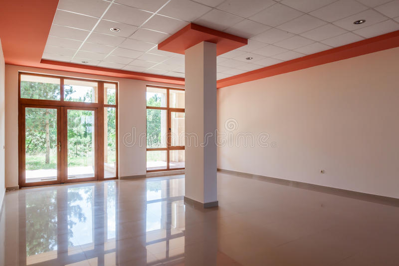 Sitio vacío, oficina, interior pasillo de la recepción en el edificio moderno imágenes de archivo libres de regalías
