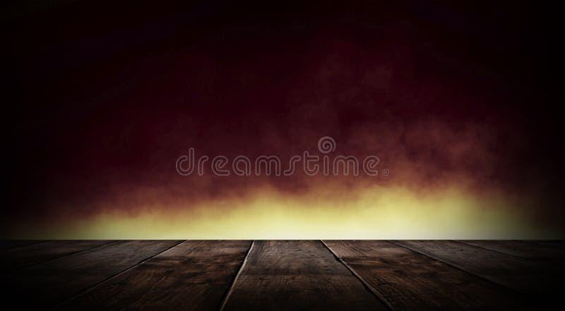 Sitio vacío oscuro con las paredes de ladrillo y las luces de neón, humo, rayos fotos de archivo
