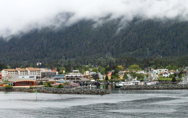 Sitka Alaska från vattnet royaltyfri foto