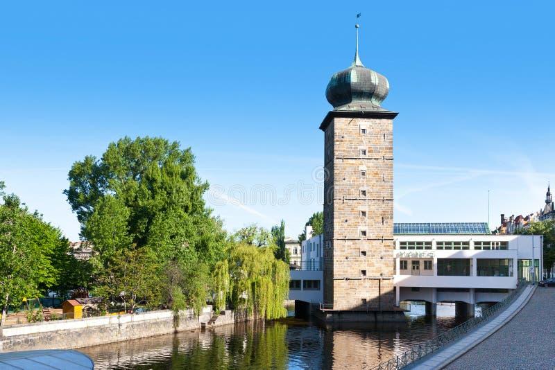 Sitkovska vattentorn och mangalleri, Moldau flod, Prague (U arkivbild