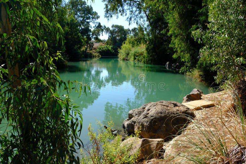 Sito battesimale sul fiume Giordania in Israele immagine stock