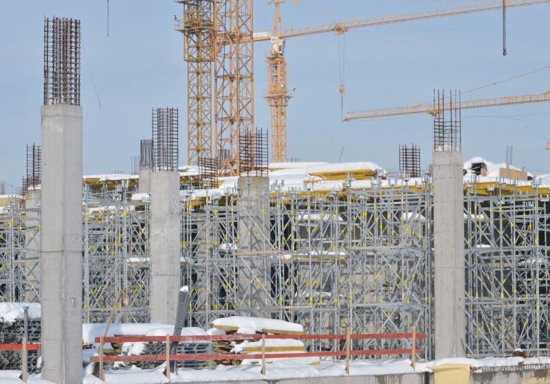Sito della costruzione di edifici con l'armatura fotografia stock