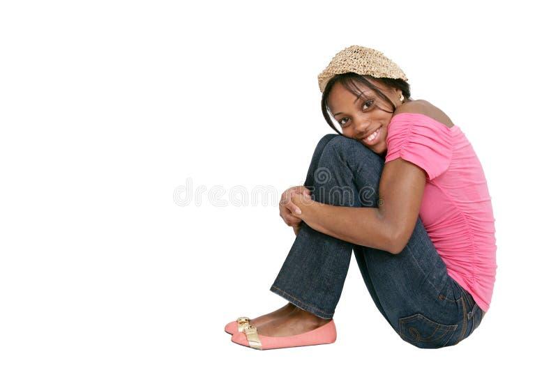 sittande kvinna för rosa skjorta royaltyfri foto