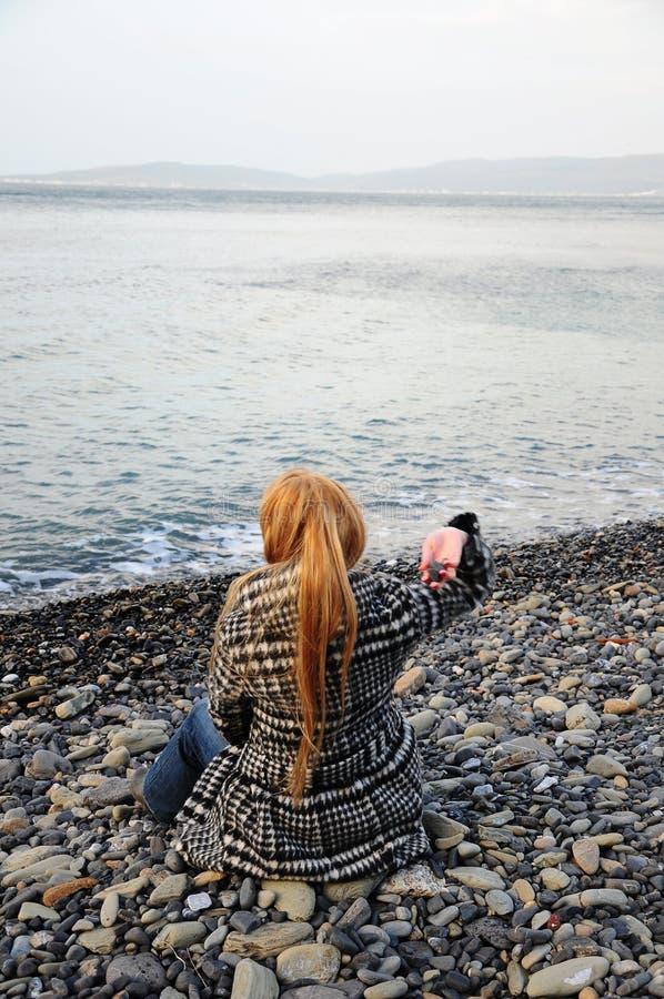 sittande kvinna för strand royaltyfri bild
