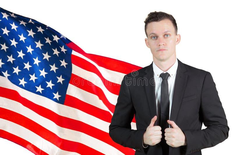 Situación caucásica del hombre de negocios con la bandera americana imagen de archivo libre de regalías