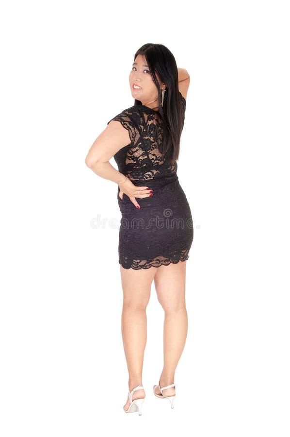 Situación china preciosa de la mujer de la parte posterior en vestido negro fotografía de archivo libre de regalías