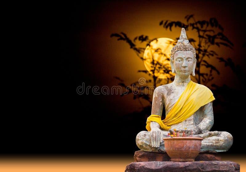 Situación de Buda de someter Mara que se sienta bajo claro de luna foto de archivo libre de regalías