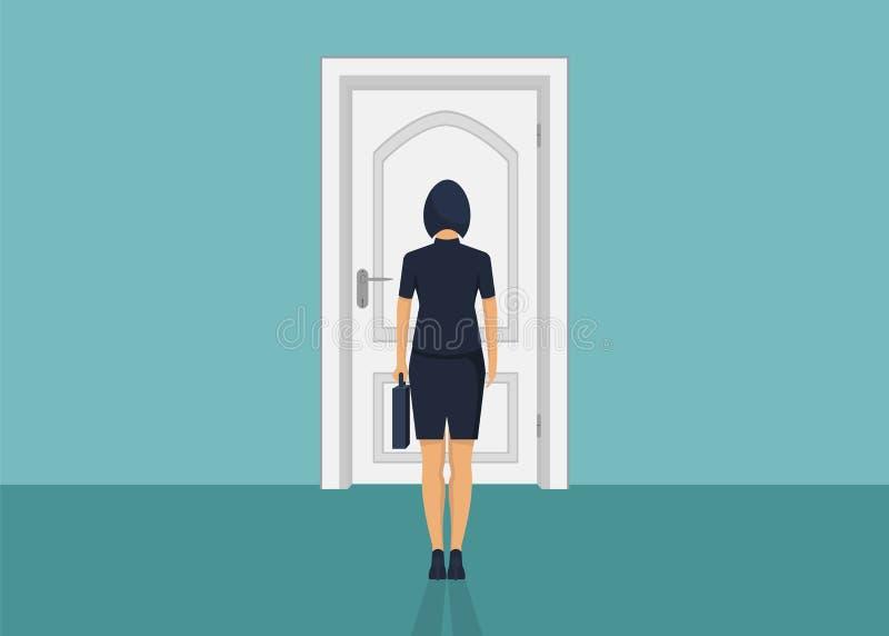 Situación de la empresaria delante de la puerta Elegir la manera Mudanza adelante imagen de archivo