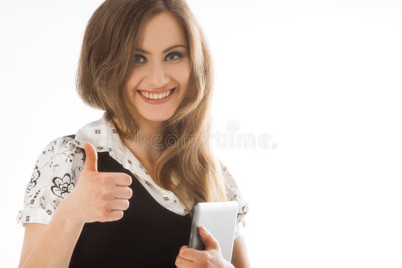 Situación de la mujer mientras que usa un panel táctil fotografía de archivo