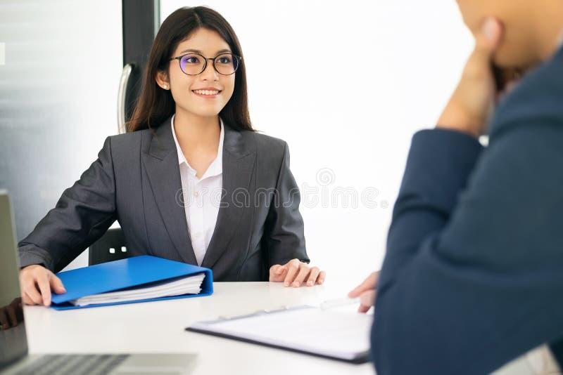 Situación de negocio, concepto de la entrevista de trabajo fotos de archivo