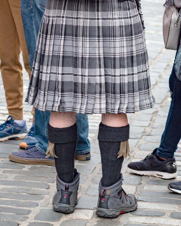 Situación en una falda escocesa, milla real, Edimburgo, Escocia, Reino Unido del hombre fotos de archivo libres de regalías