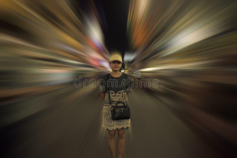 Situación femal asiática en ciudad foto de archivo libre de regalías